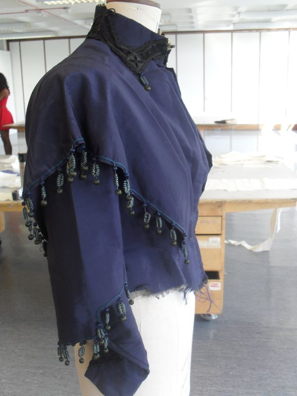 1_Side_view_navy_blue_jacket