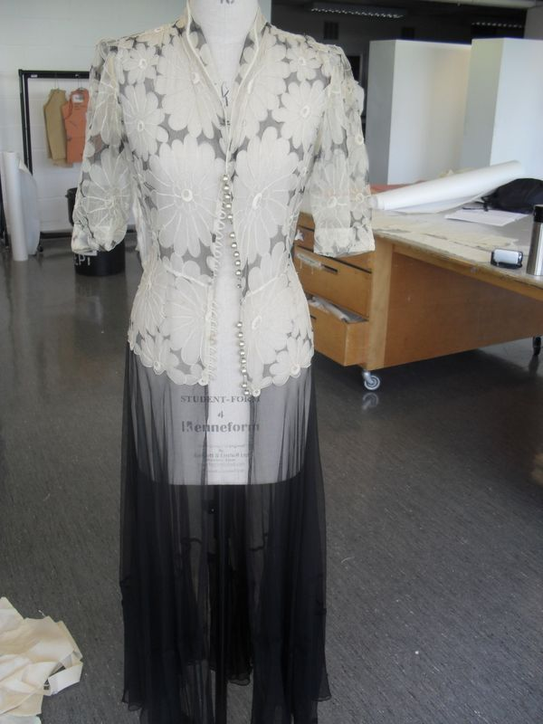 5_Ladies_indoor_gown
